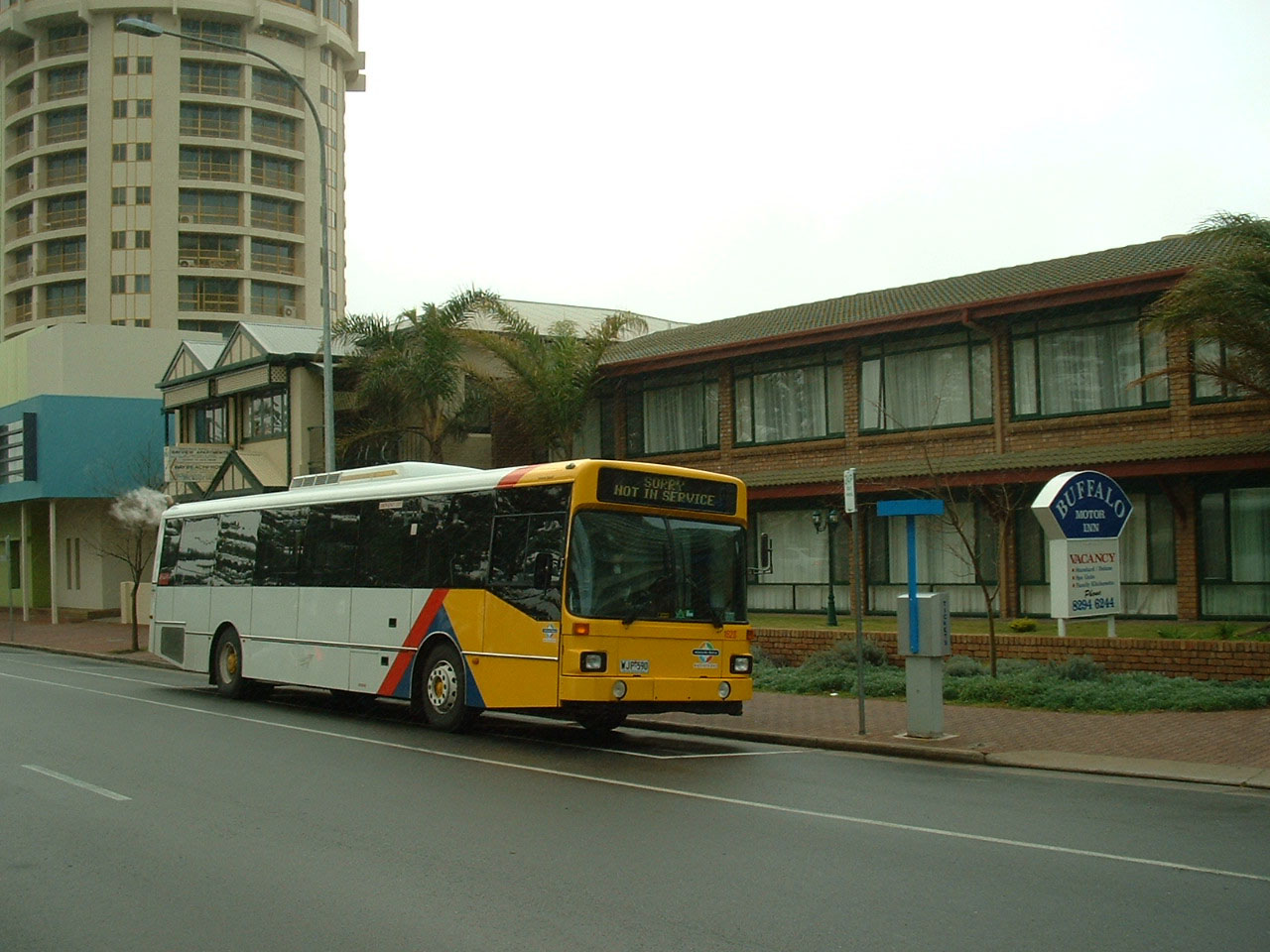 Adelaide metro articulated buses australia for Buffalo motor inn glenelg